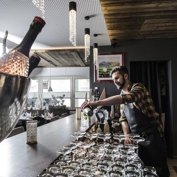 Cocktails genießen an unserer By Mara's Bar ©Katja Zanella-Kux